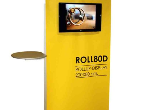 roll up display con monitor, porta depliant e mensole